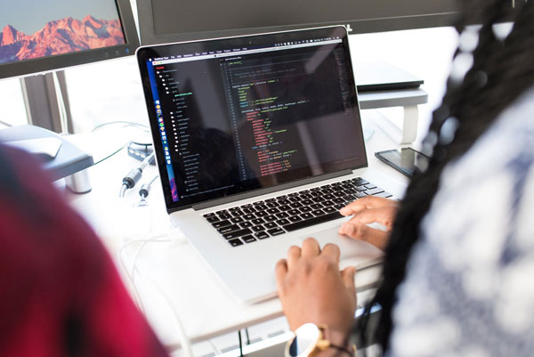 featured image 8 Reasons Why You Should Hire an Expert to Design your iOS App Tech Support and Maintenance Services - 8 Reasons Why You Should Hire an Expert to Design your iOS App